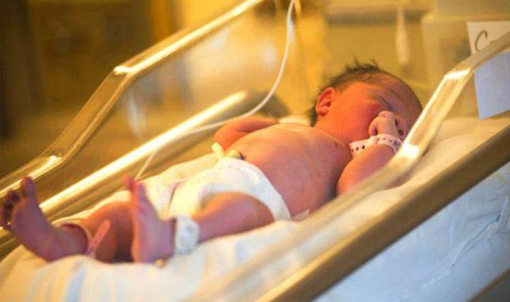 ولادة أوّل طفلةٍ في العالم من ثلاثة اباء