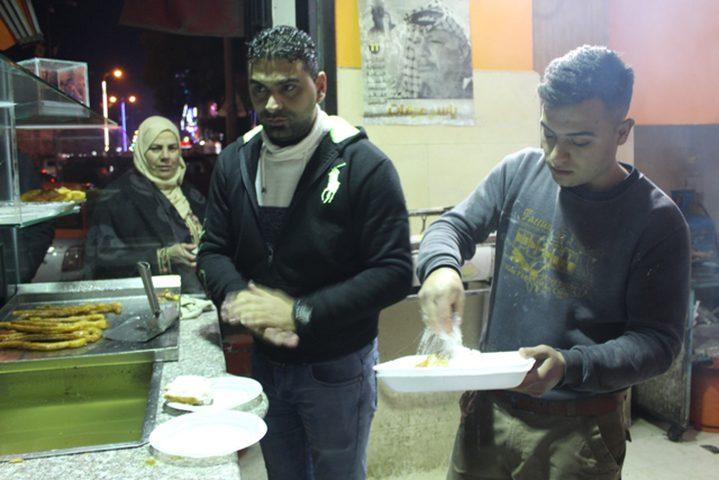 """""""كرابيج حلب""""... نكهة سورية في قلب الخليل (صور)"""