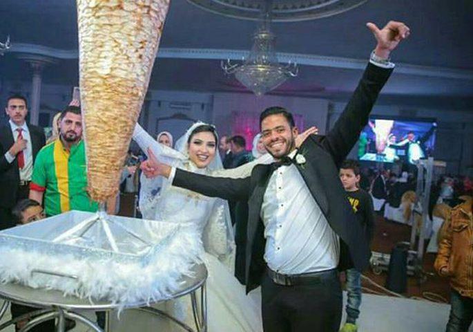 سيخ شاورما بدلا من الكعكة في حفل زفاف!