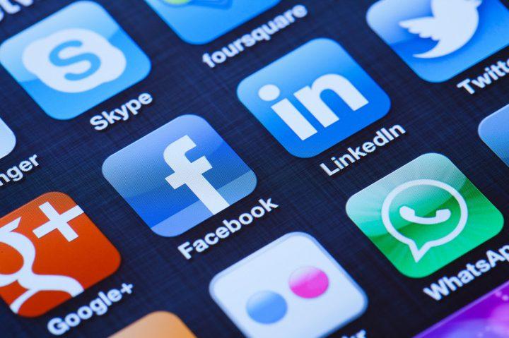 الصلاحيات المطلقة التي نمنحها لصفحات التواصل الاجتماعي، تدعوك للتامل!