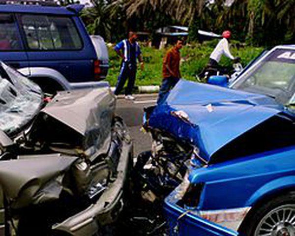 إصابة سبعة أشخاص بحادث سير في النقب واثنين في الخليل