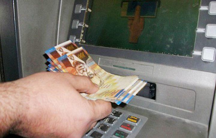 أوروبا تسحب المال من جيوب موظفي غزة وتضعه في سلة الفقراء