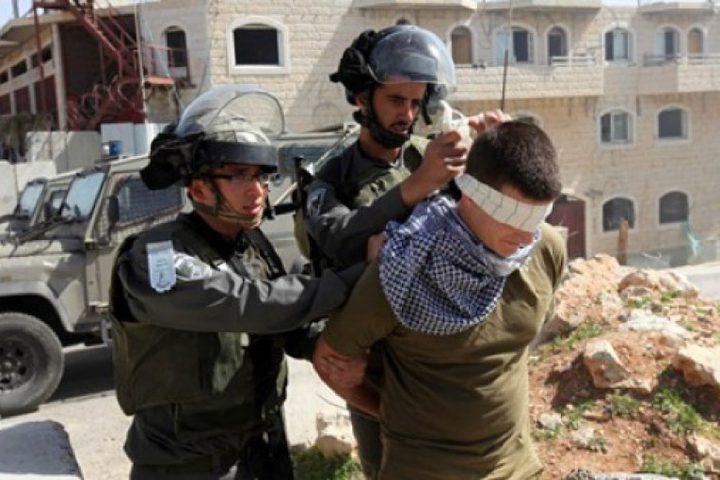 الإحتلال يعتقل 3 مواطنين وعدة اقتحامات في الضفة