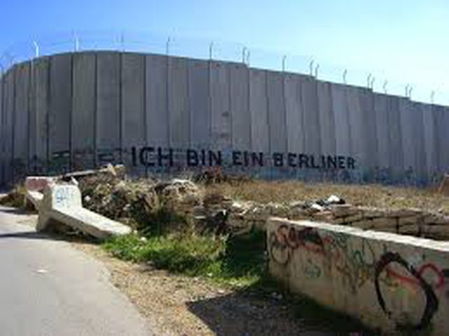 الاحتلال يستأنف بناء جداره جنوب الخليل
