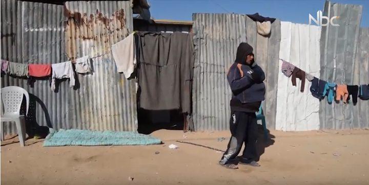 """عائلة في غزة تكبل ابناءها بالسلاسل """"فيديو حصري"""""""