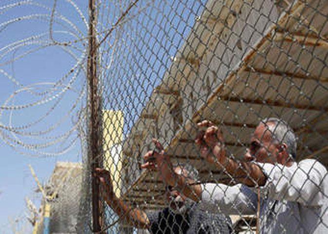 لجنة الاسرى تقاطع الصليب الاحمر في غزة
