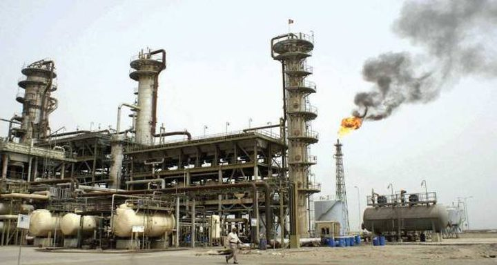 ارتفاع أسعار النفط مع انخفاض الدولار