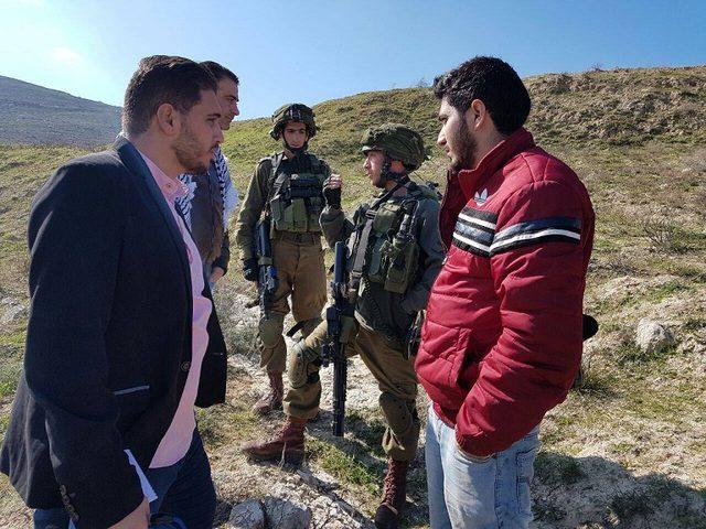 قوات الاحتلال تحتجز طاقم تلفزيون فلسطين