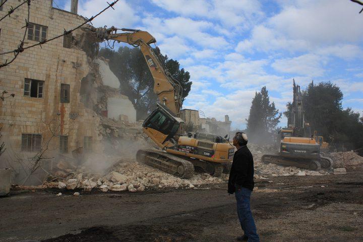 الاحتلال يتوقف عن هدم مبنى بالقدس