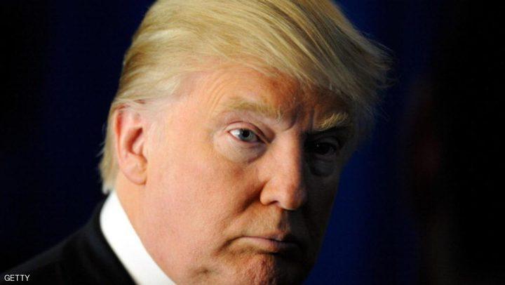 """ترامب ورداء الحمام.. """"صراع جديد"""" على مواقع التواصل"""