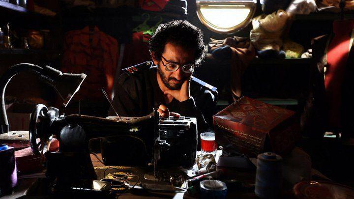 """فيلم """"18 يوم"""" للفنان أحمد حلمي يعرضه لأزمة رقابية"""