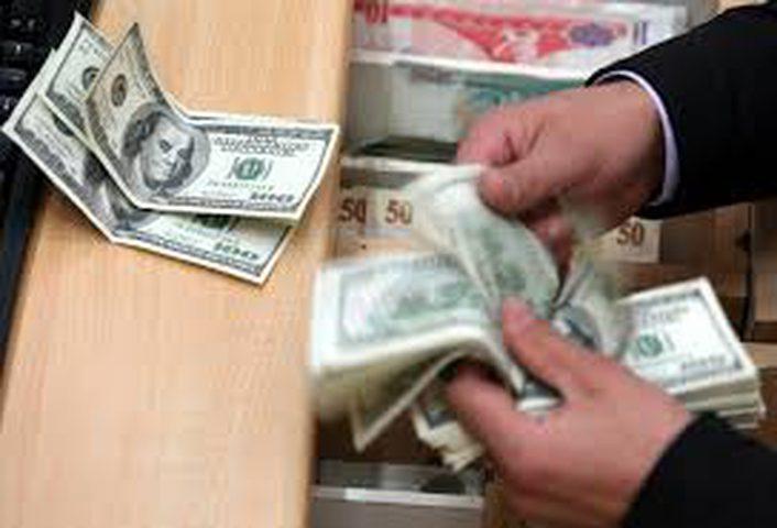 الدولار يواصل تذبذه