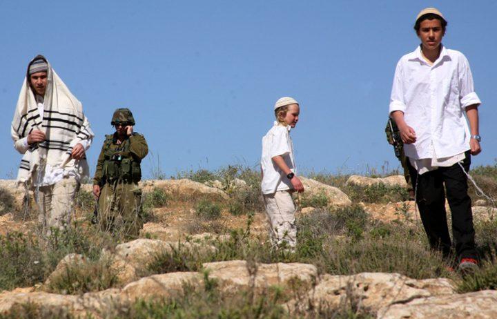 المستوطنون يقتحمون مقامات دينية جنوب نابلس