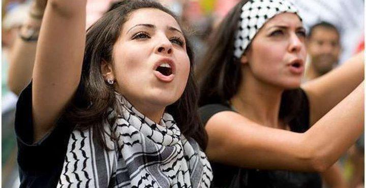 """النساء الفلسطينيات يحتللن """"فيس بوك"""""""