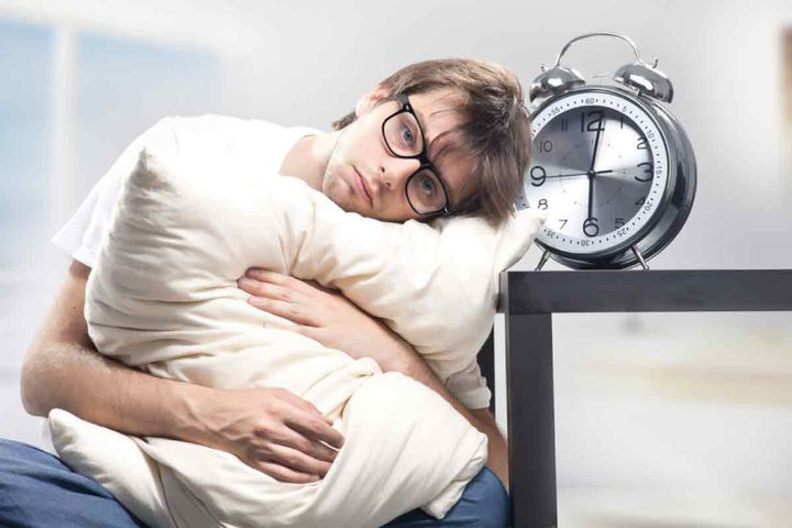 لماذا يتكلم الناس خلال نومهم؟