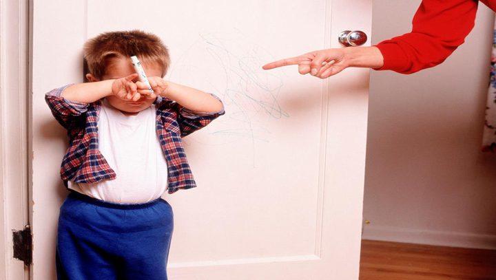 التربية القاسية تولد عدوانية للاطفال
