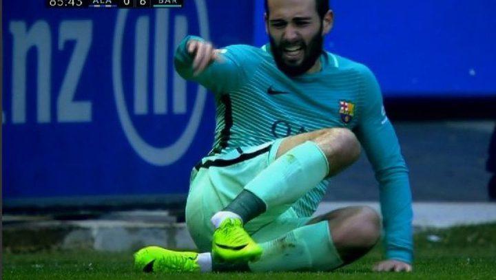 فيدال سيغيب عن برشلونة خمسة اشهر