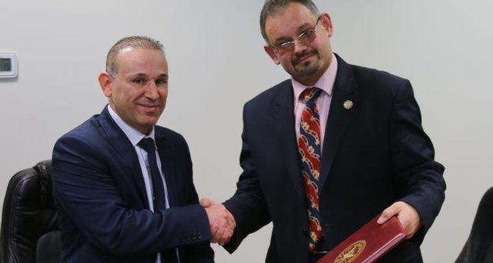 """إتفاقية تعاون بين كلية القانون في """"النجاح"""" ومؤسسة العدل الدولية"""