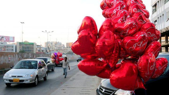 باكستان تحظر الإحتفال بعيد الحب