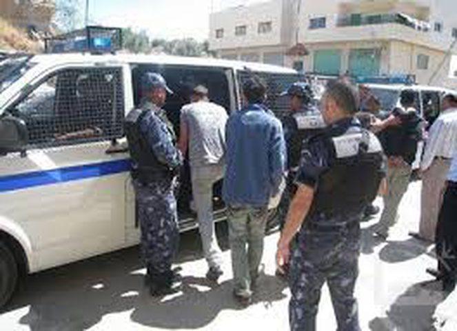 القبض على 10 أشخاص في عناتا