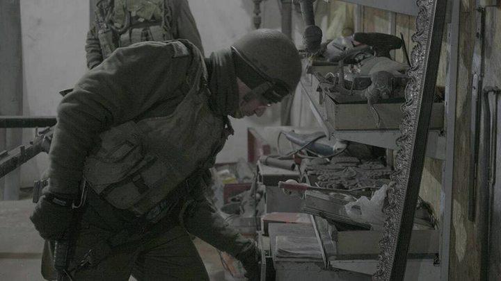 الاحتلال يسلب معدات ورشة حدادة في رام الله