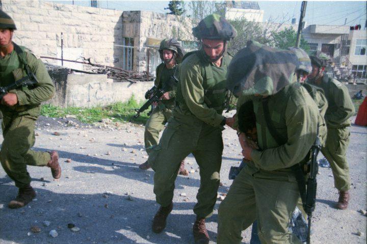اعتقال خمسة مواطنين من الخليل