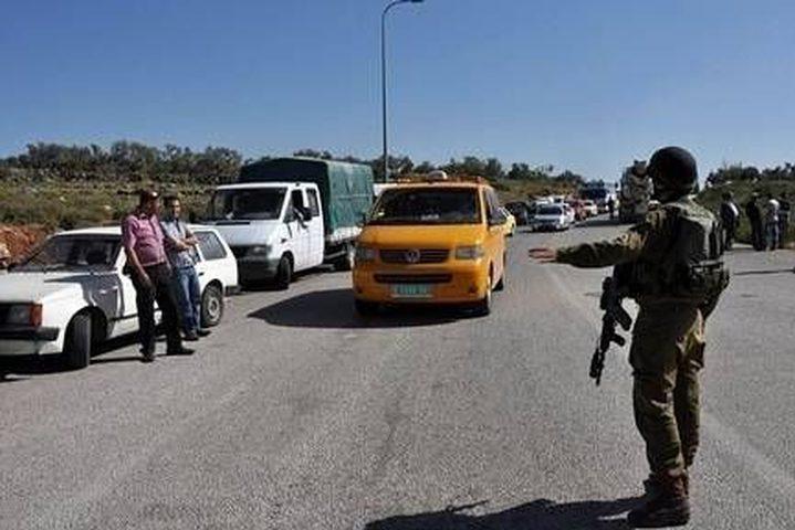 الاحتلال يحجز مركبات على حاجز غرب جنين