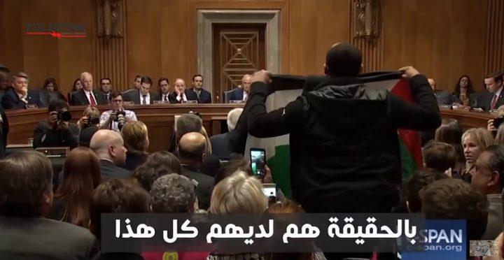 """شاب يرفع علم فلسطين في الكونجرس خلال كلمة فريدمان """"فيديو"""""""