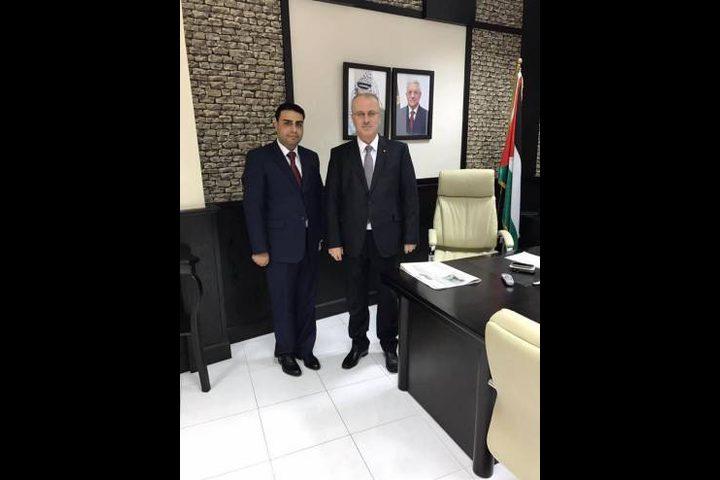 رشماوي: الحكومة تعمل على استكمال مؤسسات الدولة