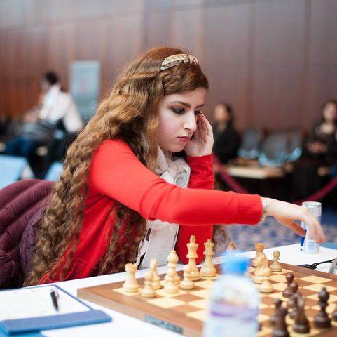 فصل لاعبة شطرنج إيرانية بسبب خلعها الحجاب