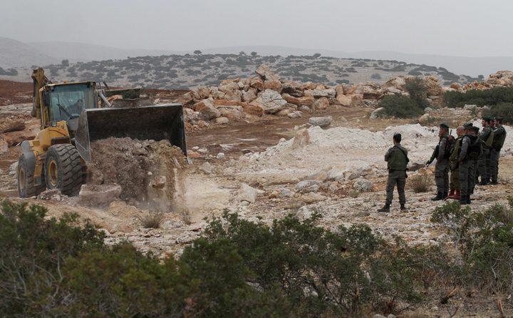 """الاحتلال يخلي خربة طانا شرق نابلس """"صور"""""""