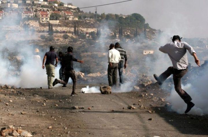 إصابات بالاختناق خلال قمع الاحتلال لمسيرة نعلين السلمية