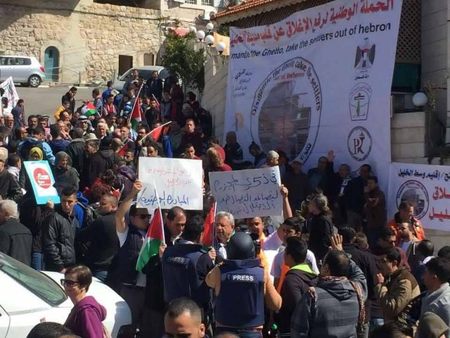 الخليل: الاحتلال يقمع مسيرة شارع الشهداء