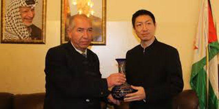 بحث تعزيز التعاون المشترك بين الخليل والصين