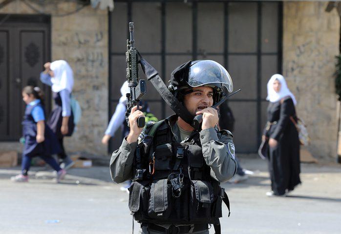 الإحتلال يحاول اقتحام مدرسة في الخليل