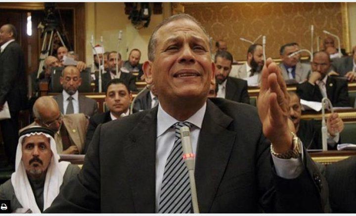 البرلمان المصري يسقط عضوية السادات
