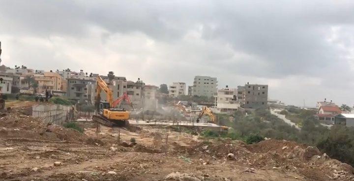 الإحتلال يهدم ثلاثة منازل بكفر قاسم