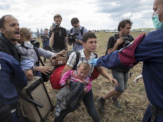 اعتماد قرار  بتوقيف اللاجئين في هنغاريا