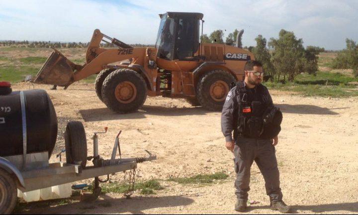 وادي النعم: الجرافات الاسرائيلية تبيد المحاصيل