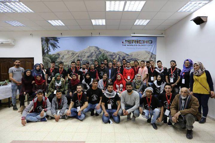 محافظ أريحا يلتقي المشاركين في مخيم اخوة دلال الاول