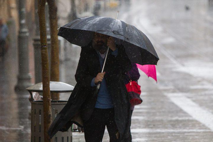 منخفض مصحوب بالأمطار والغبار