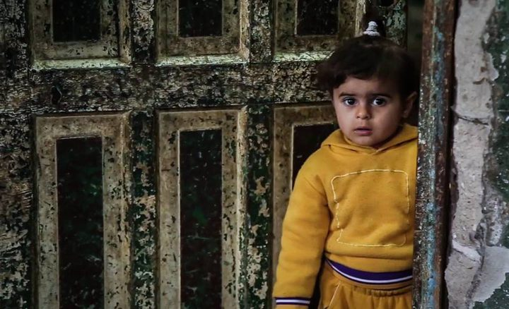 الفقر ومنزل آيل للسقوط يهدد حياة عائلة الخواجا (صور)