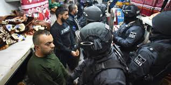 قوات الإحتلال تقتحم سجن نفحة وريمون