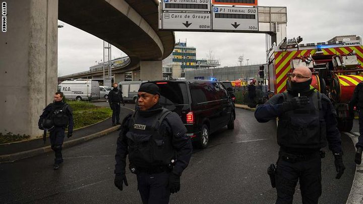 مصدر قضائي: مهاجم مطار أورلي كان تحت تأثير المخدرات