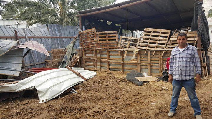 الاحتلال يهدم في الأغوار (صور)