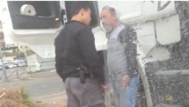 """اعتداء شرطي اسرائيلي على مواطن مقدسي""""فيديو"""""""