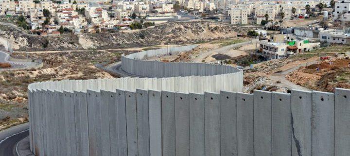الاحتلال يشرع باستكمال بناء جدار الفصل على أراضي بيت جالا