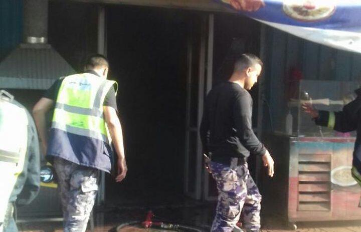 الدفاع المدني يسيطر على حريق في مطعم بأريحا