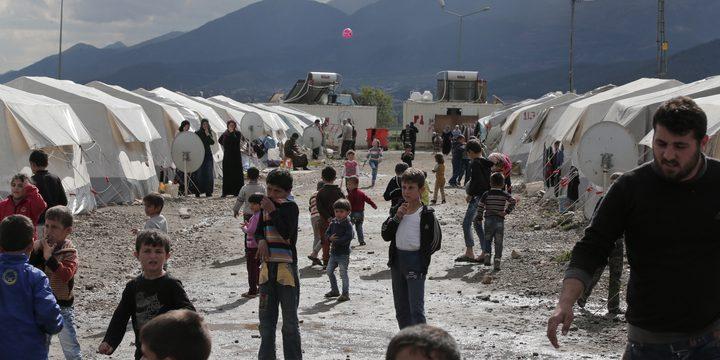 عشرات الأتراك يهاجمون لاجئين سوريين