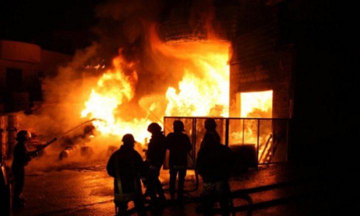 حريق هائل في في مصنع بالخليل